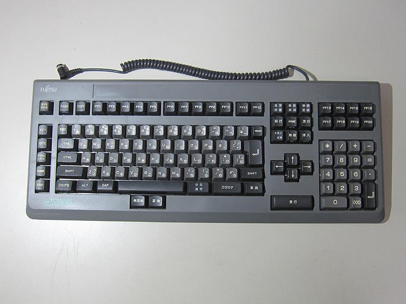 キーボードは別売りなので、買い忘れると困った事になります。テンキー付き/無し、拡張スイッチの数、JIS/親指シフトなどの違いで複数のモデルがありました。