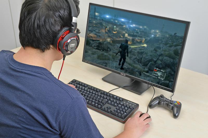 """<b class="""""""">より一層ゲームに没頭できる</b><br class="""""""">Sound Blaster EVO ZxRは低音が結構効くのでゲームの迫力もアップ。ゲームをプレイするなら周辺機器にもこだわりたい"""