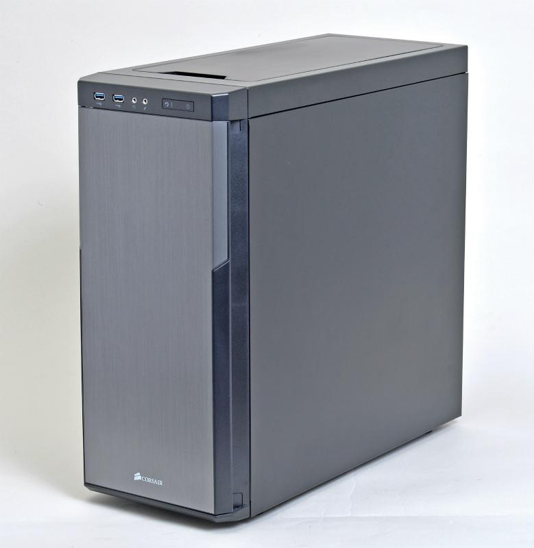 """<b class="""""""">使いやすいバランス型PCケース</b><br class="""""""">Corsair ComponentsのCarbide 330R Titanium Editionは、裏面配線のしやすい内部構造、大型ビデオカードにも対応できる奥行きの広さに加え、静音性も高いバランス型のPCケース"""