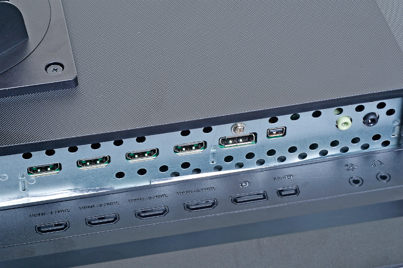 """<b class="""""""">60Hz出力はDisplayPort接続時のみ</b><br class="""""""">入力はHDMI(MHL対応)HDMI、DisplayPortの3系統。リフレッシュレート60Hzで表示できるのはDisplayPort接続時のみとなっている"""
