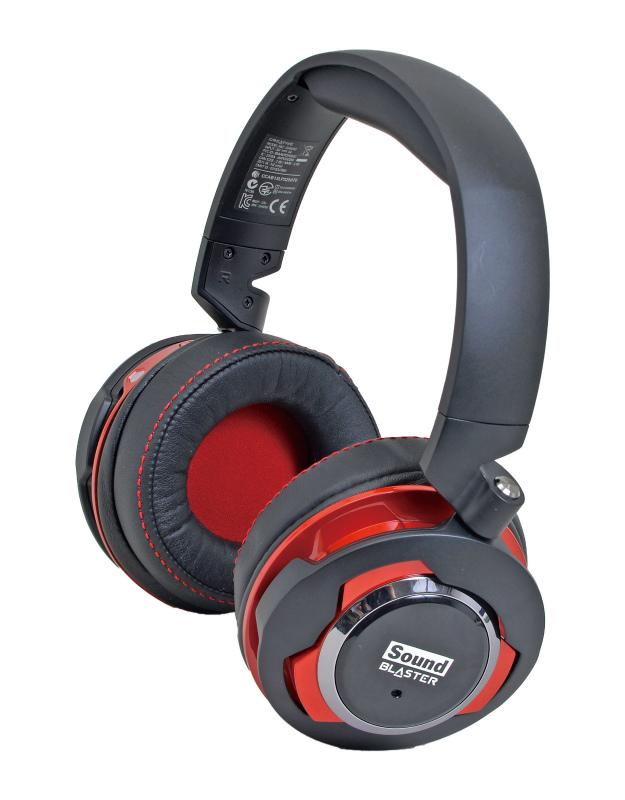 """<b class="""""""">Creative Technology<br class="""""""">Sound Blaster EVO ZxR<br class="""""""">実売価格:14,000円前後</b><br class="""""""">Bluetooth、USB、アナログ3種と5種類の接続方法を選べるため、さまざまなデバイスやシーンで使える汎用性の高さが特徴のヘッドセット。マイクはヘッドホン右側の上部に内蔵されている"""