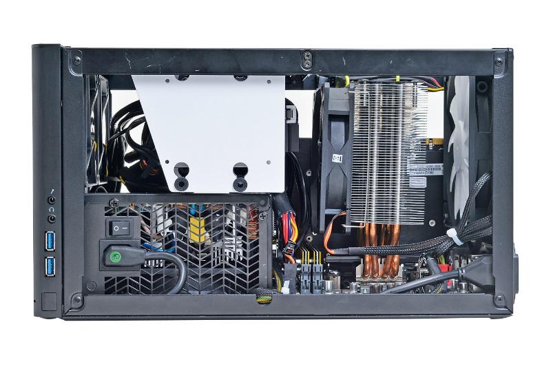"""<b class="""""""">安くて冷えるCPUクーラーを搭載</b><br class="""""""">低消費電力CPUだが、冷却性能だけでなく静音性も両立させるため、コストパフォーマンスに定評のある「サイズ 虎徹」を採用"""