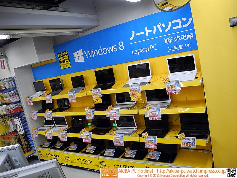 中古品のデスクトップPCやノートPC、テレビ、レコーダーなどが並ぶ。