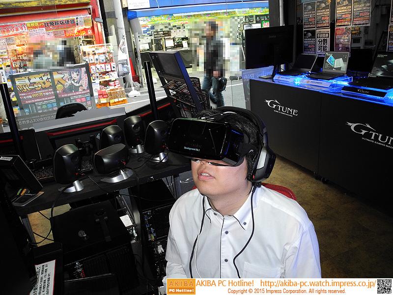 Oculus Rift DK2を装着している様子。