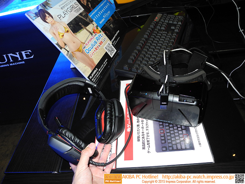 Oculus Rift DK2とヘッドフォン。