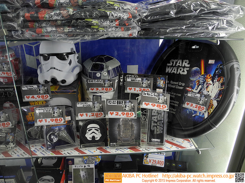 R2-D2のランチバッグの他にも様々なスター・ウォーズグッズが販売されている。