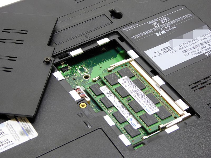 メモリは2GBモジュール×2枚。ベイが用意されており、簡単に交換できる