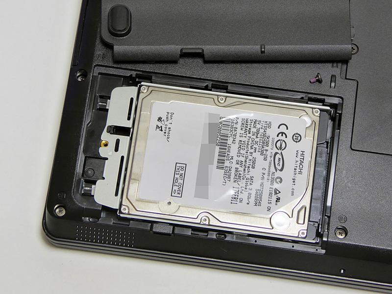 搭載するHDDはHGST「HTS545025B9A300」。5,400rpmで容量は250GB。