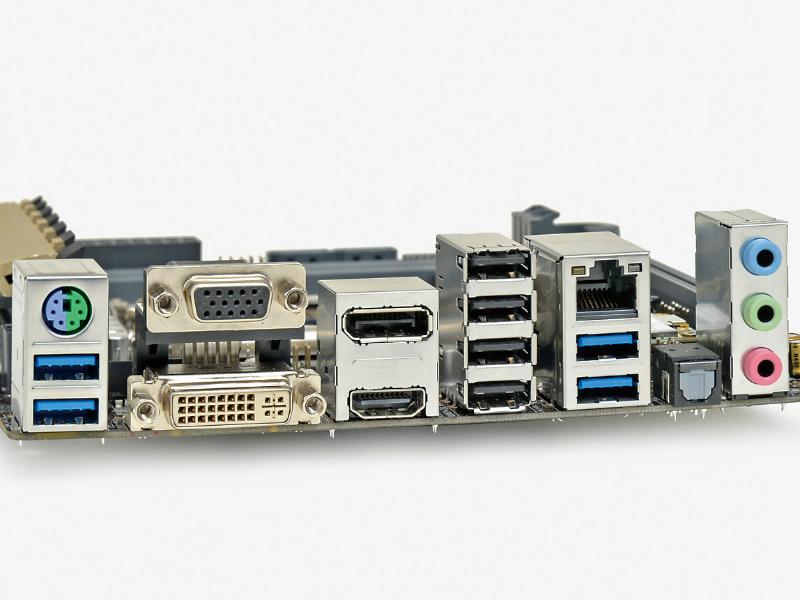 【スペック】対応CPU:Core i7/i5/i3、Pentium、Celeron●メモリスロット:PC4-25600 DDR3 SDRAM×2(最大16GB)●ディスプレイ:DisplayPort×1、HDMI×1、DVI-D×1、Dsub 15ピン×1●拡張スロット:PCI-E 3.0 x16×1、PCI-E Mini Card(ハーフ、無線LAN/Bluetoothカード搭載済み)×1●主なインターフェース:M.2(Socket 3、PCI-E 2.0 x2接続)×1、SATA 3.0×4、USB 3.0×6、USB 2.0×6● LAN:1000BASE-T×1、IEEE802.11a/ac/b/g/n●そのほか:Bluetooth v4.0●実売価格:23,000円前後