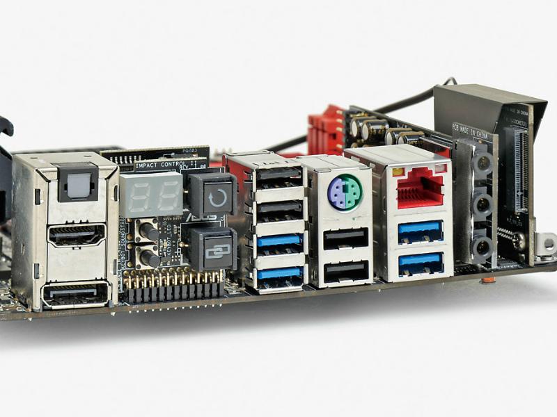 【スペック】対応CPU:Core i7/i5/i3、Pentium、Celeron●メモリスロット:PC3-26400 DDR3 SDRAM×2(最大16GB)●ディスプレイ:DisplayPort ×1、HDMI×1●拡張スロット:PCI-E 3.0 x16×1、PCI-E Mini Card(ハーフ、無線LAN/Bluetooth カード搭載済み)×1●主なインターフェース:M.2(Socket 3、PCI-E 3.0 x4接続)×1、SATA 3.0×4、USB 3.0×6、USB 2.0×6● LAN:1000BASE-T×1、IEEE802.11a/ac/b/g/n●そのほか:Bluetooth v4.0●実売価格:35,000円前後