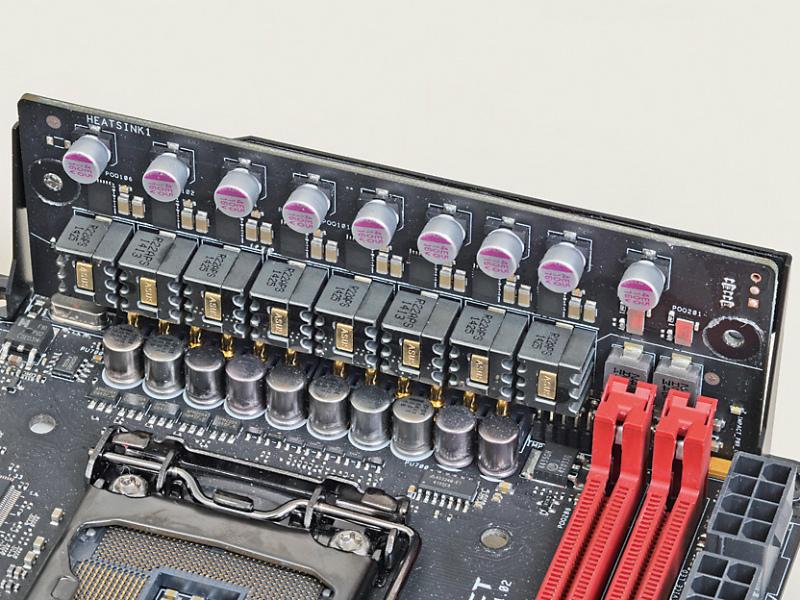 電源回路はデジタル制御の8+2フェーズ構成。Smaller NexFETMOSFETなどの高性能部品を採用することで安定性、耐久性を高めている