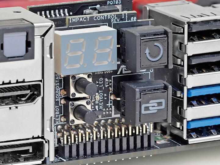USB BIOS Flashback、KeyBot、Sonic SoundStageの音響効果モード切り換えボタンやPOSTコードLEDなどバックパネルにも機能が満載されている