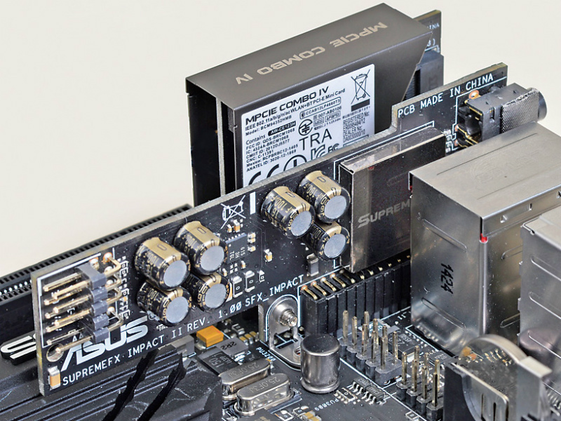 サウンドカードには、SupremeFXImpact Ⅱを搭載、エルナー製コンデンサ、Sonic SenseAmpなどの高性能部品を配した上、ノイズ対策がきっちり施されている