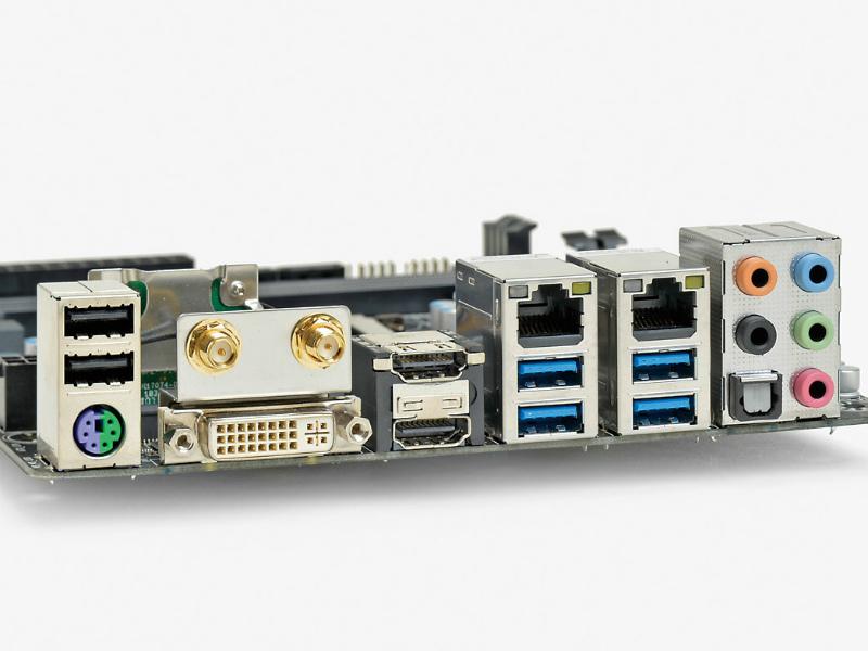 【スペック】対応CPU:Core i7/i5/i3、Pentium、Celeron●メモリスロット:PC3-24800 DDR3 SDRAM×2(最大16GB)●ディスプレイ:HDMI×2、DVI-I×1●拡張スロット:PCI-E 3.0 x16×1、PCI-E Mini Card(ハーフ、無線LAN/Bluetoothカード搭載済み)×1●主なインターフェース:SATA 3.0×6、USB 3.0×6、USB 2.0×4● LAN:1000BASE-T×2、IEEE802.11a/ac/b/g/n●そのほか:Bluetoothv4.0●実売価格:18,000円前後