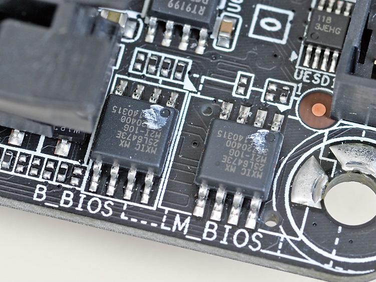 コンパクト基板ながらGIGA-BYTEマザーではおなじみのDual BIOSを搭載。万が一メインROMが損傷しても、バックアップROMから復旧できる