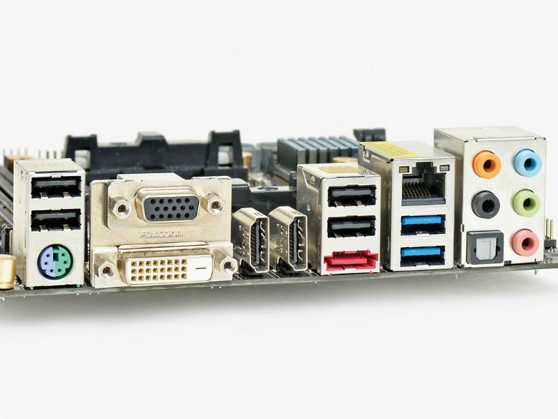 【スペック】対応CPU:A10/A8/A6/A4●メモリスロット:PC3-19200 DDR3SDRAM×2(最大32GB)●ディスプレイ:HDMI×1、DVI-D×1、Dsub 15ピン×1●拡張スロット:PCI-E 3.0 x16×1、PCI-E MiniCard/mSATA(Serial ATA 3.0、無線LAN/Bluetoothカード搭載済み)×1●主なインターフェース:SATA 3.0×6、eSATA(SATA3.0)×1、USB 3.0×4、USB 2.0×8● LAN:1000BASE-T×1、IEEE802.11a/b/g/n●そのほか:Bluetooth v4.0●実売価格:11,500円前後
