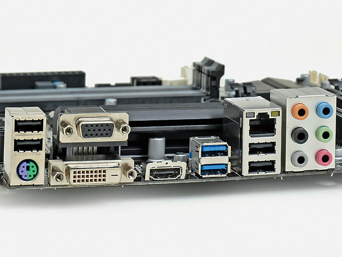 【スペック】対応CPU:Core i7/i5/i3、Pentium、Celeron●メモリスロット:PC3-12800 DDR3 SDRAM×4(最大32GB)●ディスプレイ:HDMI×1、DVI-D×1、Dsub 15ピン×1●拡張スロット:PCI-E 3.0 x16×1、PCI-E 2.0 x4(x16形状)×1、PCI×2●主なインターフェース:SATA 3.0×4、SATA 2.5×2、USB 3.0×4、USB 2.0×8●LAN:1000BASE-T×1●実売価格:8,000円前後