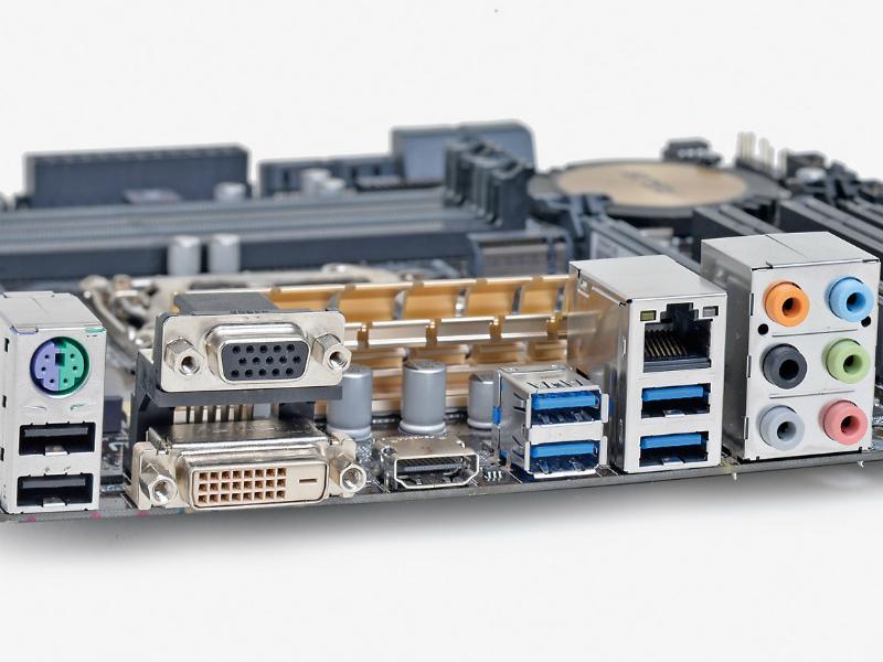【スペック】Core i7/i5/i3、Pentium、Celeron●メモリスロット:PC3-25600 DDR3 SDRAM×4(最大32GB)●ディスプレイ:HDMI×1、DVI-D×1、Dsub 15ピン×1●拡張スロット:PCI-E 3.0 x16×1、PCI-E 2.0 x4(x16形状)×1、PCI×2●主なインターフェース:M.2(Socket 3、PCI-E 2.0 x2接続)×1、SATA 3.0×6、USB 3.0×6、USB 2.0×8● LAN:1000BASE-T×1●実売価格:18,500円前後