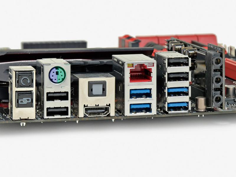 【スペック】対応CPU:Core i7/i5/i3、Pentium、Celeron●メモリスロット:PC3-26400 DDR3 SDRAM×4(最大32GB)●ディスプレイ:HDMI×1●拡張スロット:PCI-E 3.0 x16×2(x16/-、x8/x8で動作)、PCI-E 2.0 x4×1、PCI-E Mini Card×1●主なインターフェース:M.2(Socket 3、PCI-E 2.0 x2接続)×1、SATA 3.0×8、USB 3.0×6、USB 2.0×7● LAN:1000BASE-T×1●実売価格:33,000円前後