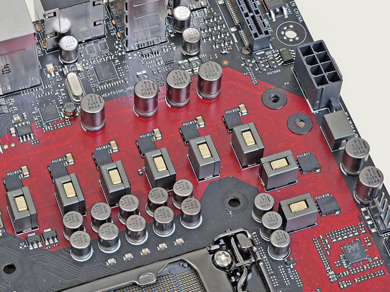 電源回路はスタンダードシリーズマザーとは一線を画す高品質仕様。OCも見据えて設定されており、長時間の高負荷にも十分耐え得る性能を持っている