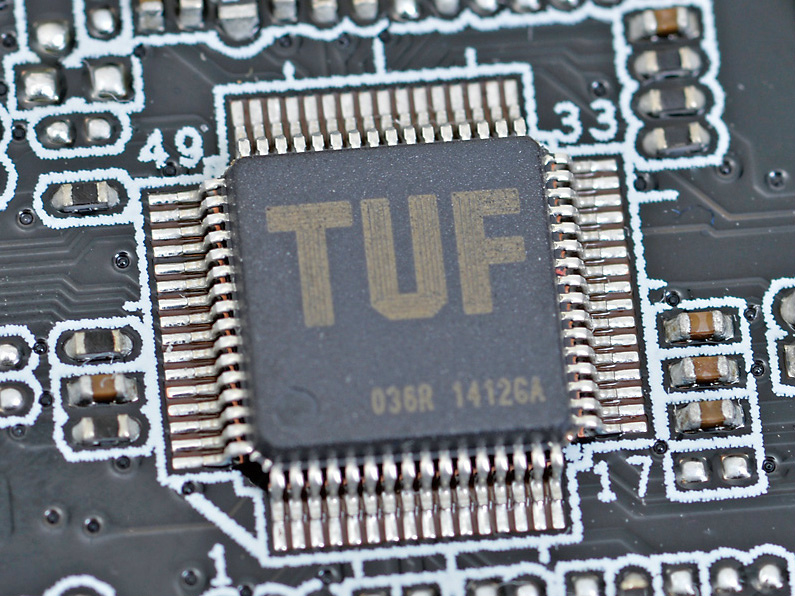 各部の温度の監視およびファンの制御を行なう専用ハードウェアチップ「TUF ICe」