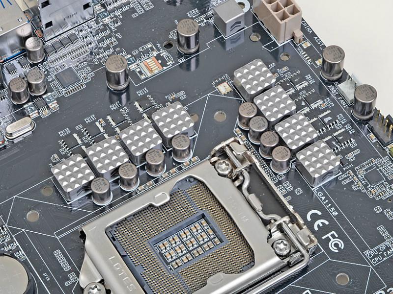 電源回路には、耐久性、安定性を高めるために、軍用機器に使用されるグレードの部品が採用されており、それを証明する第三者機関による認定書も付属する