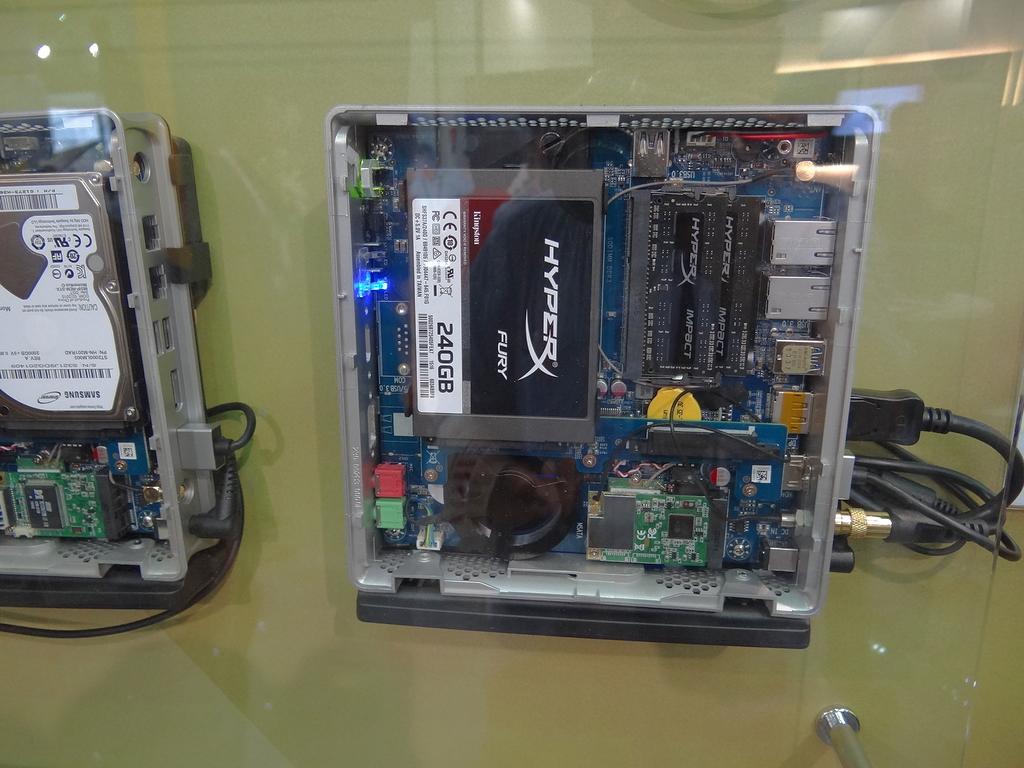 2.5インチSSDを1台搭載、ビデオキャプチャカードを搭載した例