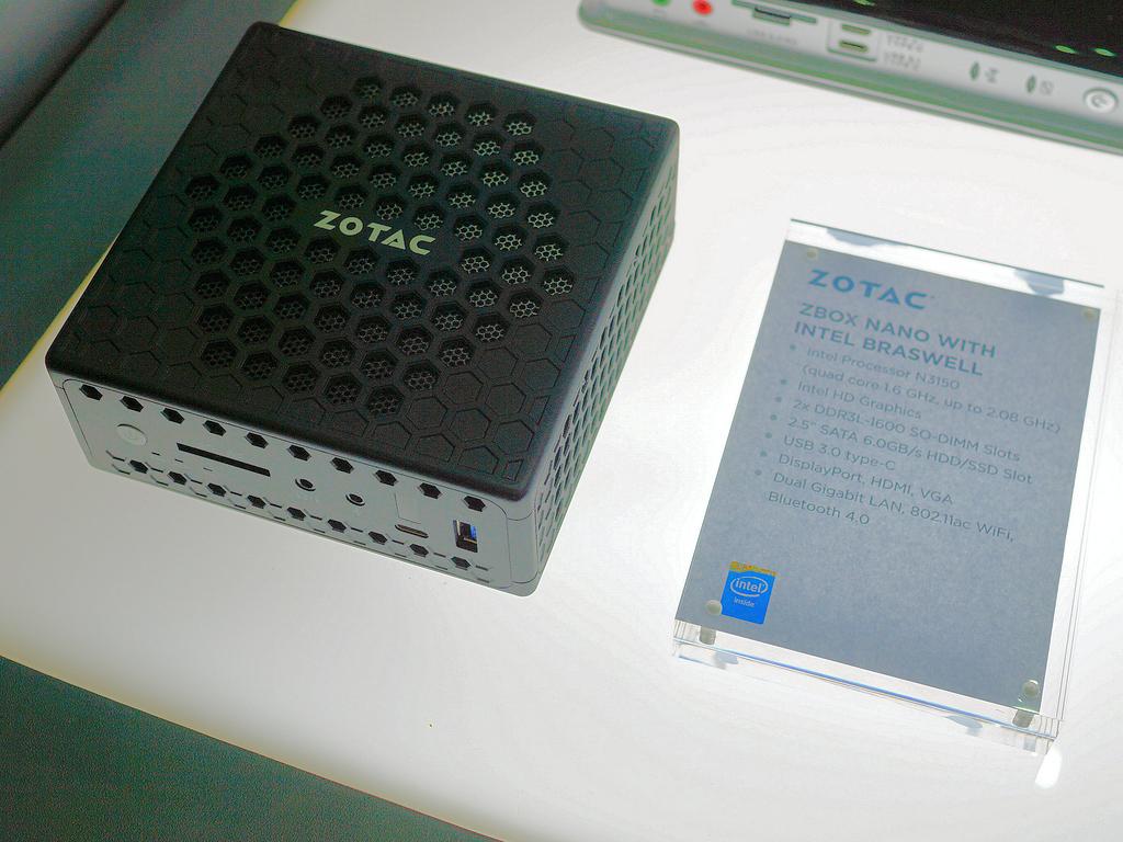 こちらはAtomベースのSoC「Braswell」搭載のZBOX