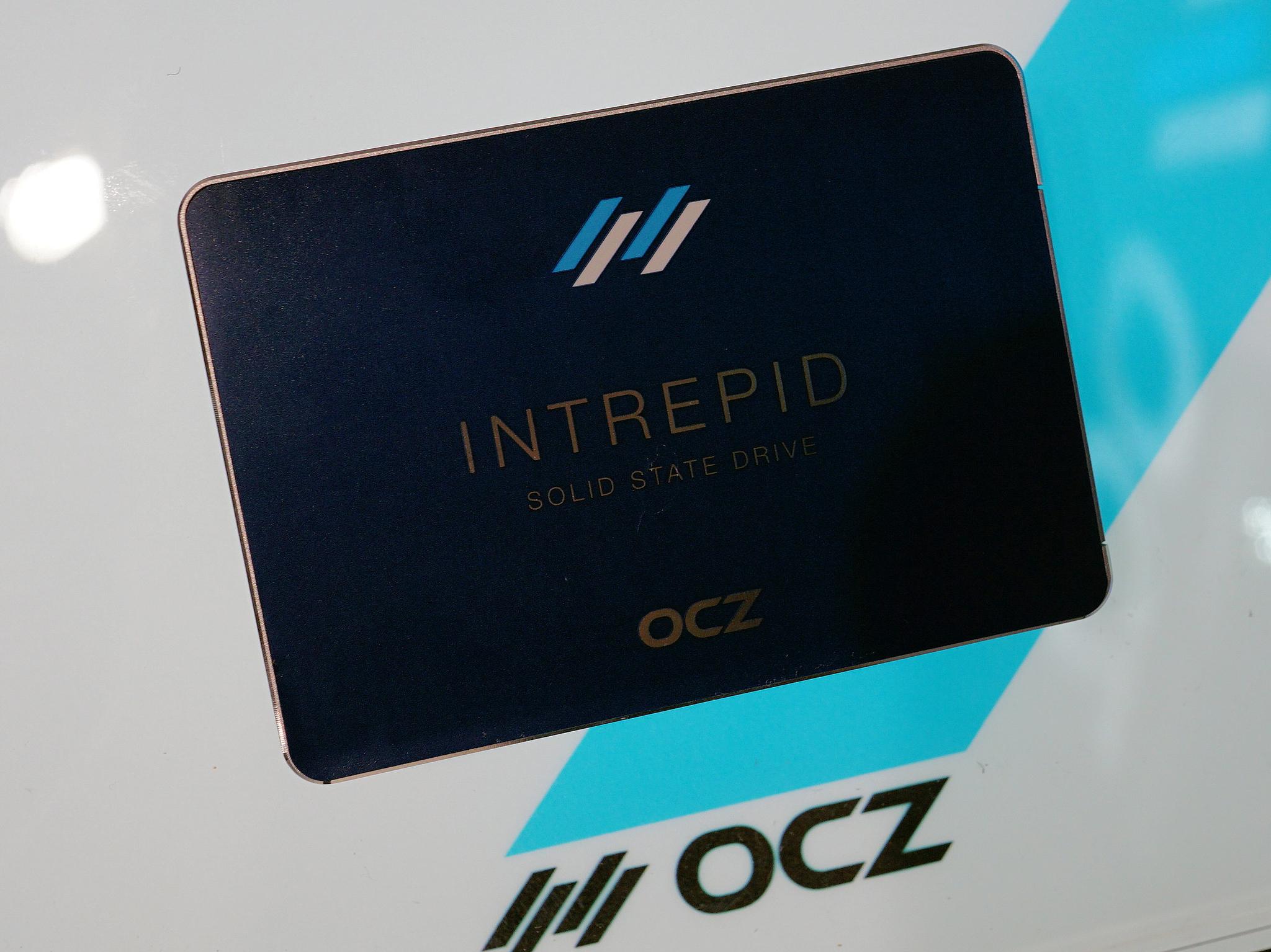 Serial ATA接続で2.5インチの「Intrepid 3000」シリーズ。エンタープライズ向けでも、高性能・高信頼を求めるニーズと、コストを求めるニーズが分かれ、後者に向けて展開される製品(もちろん信頼性はコンシューマ向けモデルより上となる)