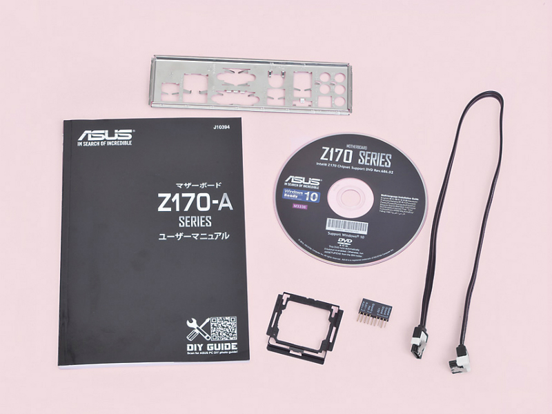 今回の作例で利用した添付品の一覧。CPUソケット上にCPUを落とす事故を防げるアダプタ(後述)はぜひ利用しよう