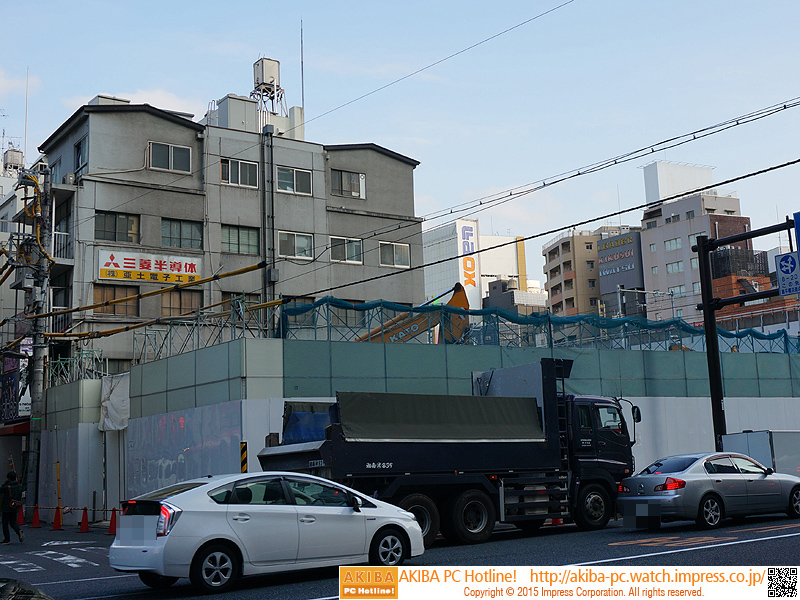 「三菱半導体」「(株)亜土電子工業」の看板が見える