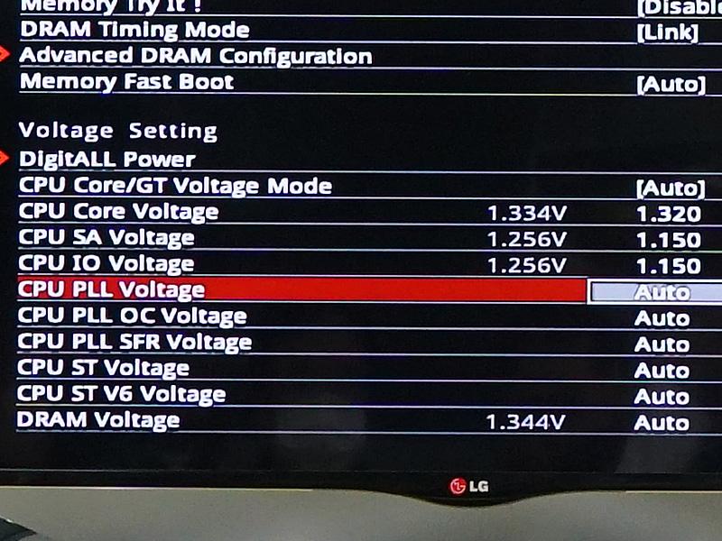 マルチメーターで計測したところ、定格状態でCPU電圧が1.34V掛かっていた。
