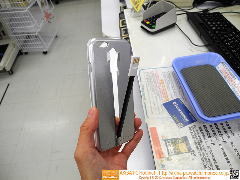 "ケーブル一体型iPhoneケース<br class="""">【関連記事】:(<a class="""" href=""http://akiba-pc.watch.impress.co.jp/docs/news/news/20150121_684572.html"">1</a>)"