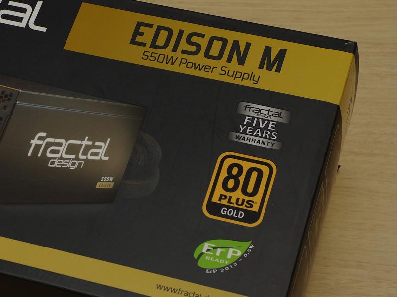FD-PSU-ED1B-550Wは80PLUS GOLD認証を取得した容量550Wの電源。ケーブルは着脱式で、静音タイプの12cmファンが搭載されている