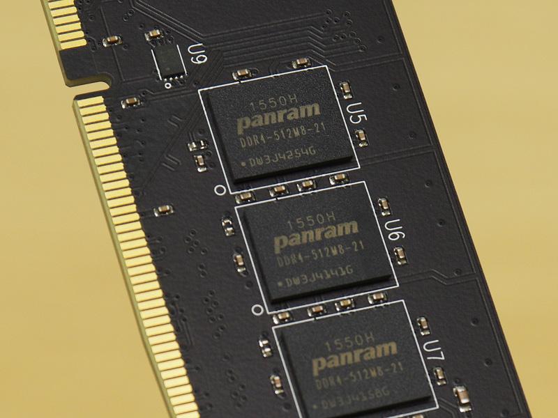 W4U2133PS-8GはDDR4-2133対応8GB DIMMの2枚セット品。コストパフォーマンスに優れるモデルで、永久保証もうたわれている。