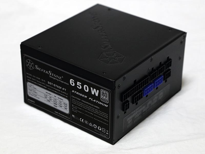 80PLUS PLATINUM認証取得の650W電源SilverStone SST-ST65F-PT。24時間7日の連続出力にも対応する。