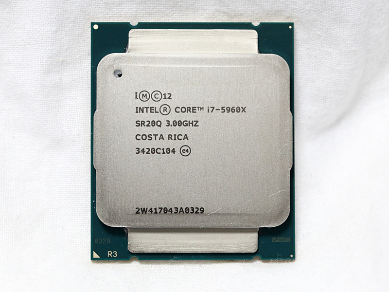 Intel Core i7-5960X Extreme Edition。動作クロック3.0GHz(ターボ時最大3.5GHz)の8コア16スレッドCPU。