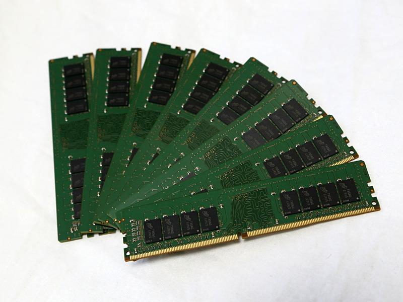 今回用意したメモリの総容量は128GB。