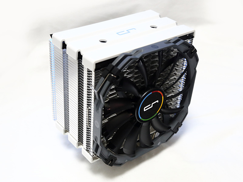 CPUクーラーにはCryorig H5 Universalを使用。LGA2011-v3向けCPUにはCPUクーラーが付属しないため、別途用意する必要がある。