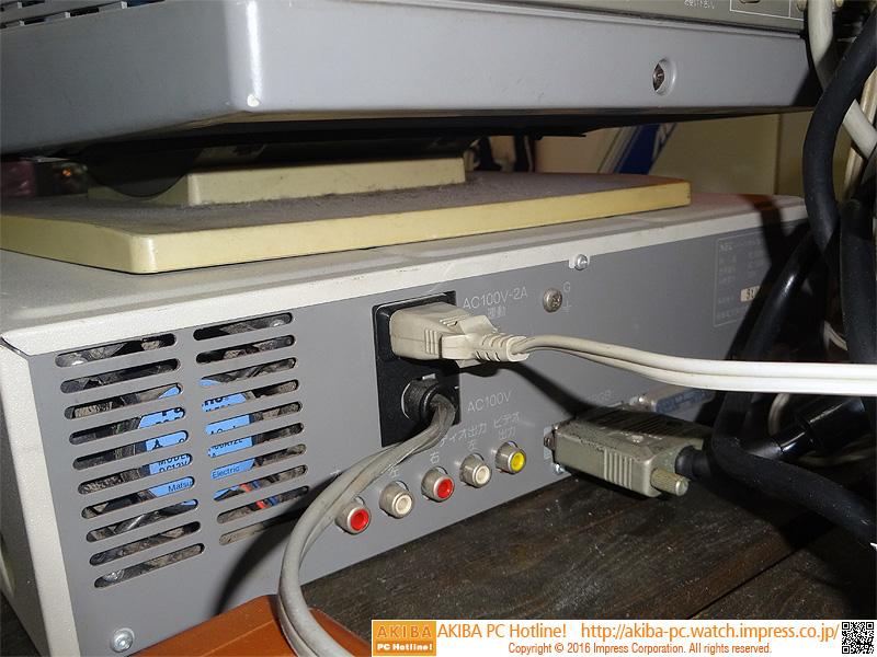 ビデオ出力端子などを備える。