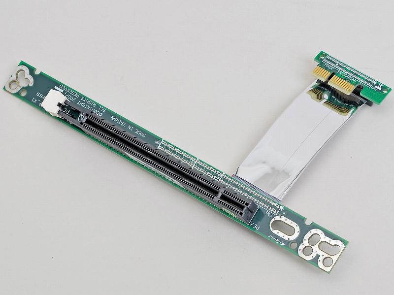 """<b class="""""""">ディラック<br class="""""""">DIR-PESX1EX<br class="""""""">実売価格:5,000円前後</b><br class="""""""">PCI Express x1スロットに挿し、x16カードを装着できるようにするライザーカード。エッジフリーではないタイプのx1スロットしかない環境でx16カードを使いたいときに活躍する"""