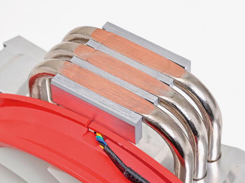 3本の8mm径ヒートパイプをCPUのヒートスプレッダに直接接触させることで熱伝導率を上げるダイレクトタッチヒートパイプ方式を採用。OC時でも高い冷却性能を実現している