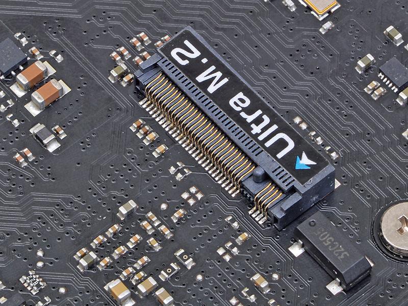 Z170/H170世代のトレンド装備である32Gbps対応M.2スロットを基板裏面に装備。Type 2260/2280のSSDを搭載することができる