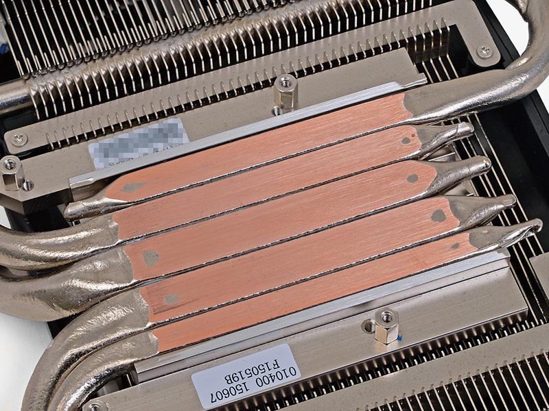 ヒートパイプを熱源に密着させる設計にASUSTeKは強いこだわりを持っている。極太10mm幅のヒートパイプ2本が主役となり、熱を効率よくヒートシンク全体に移動させる