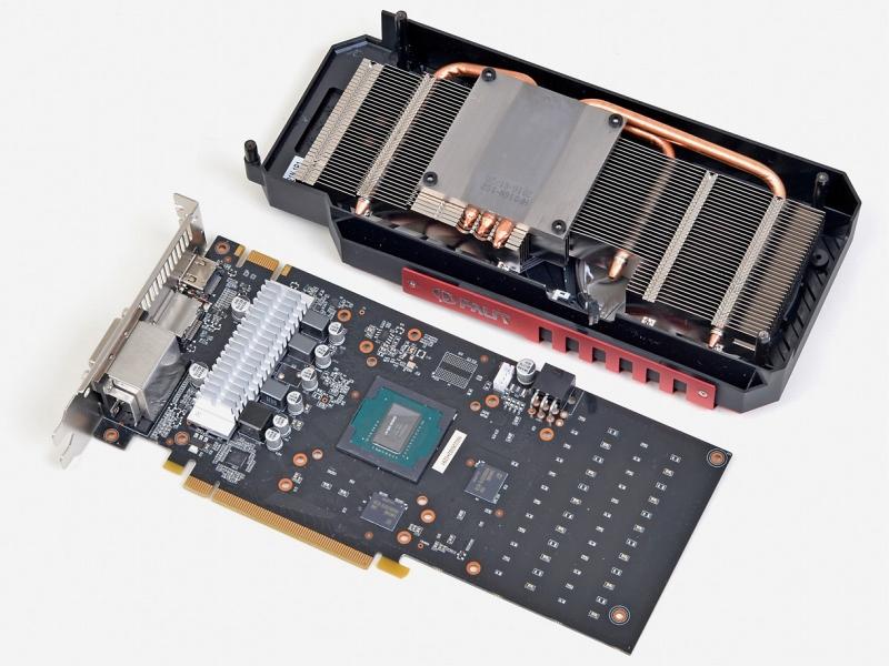 2GB版は大型クーラーにショート基板を組み合わせたものだったが、この4GB版は基板が長い。ただし延長部にはあまり部品はなく、機能が追加されているわけでもない