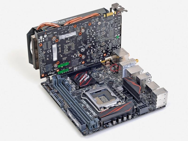 Mini-ITXマザーに装着しても、カード後端がほんの少し飛び出すだけなので小型PC自作用としても利用価値が高い。2スロット厚カードが収容可能なMini-ITXケースなら、PCケースを選ぶことはほぼない
