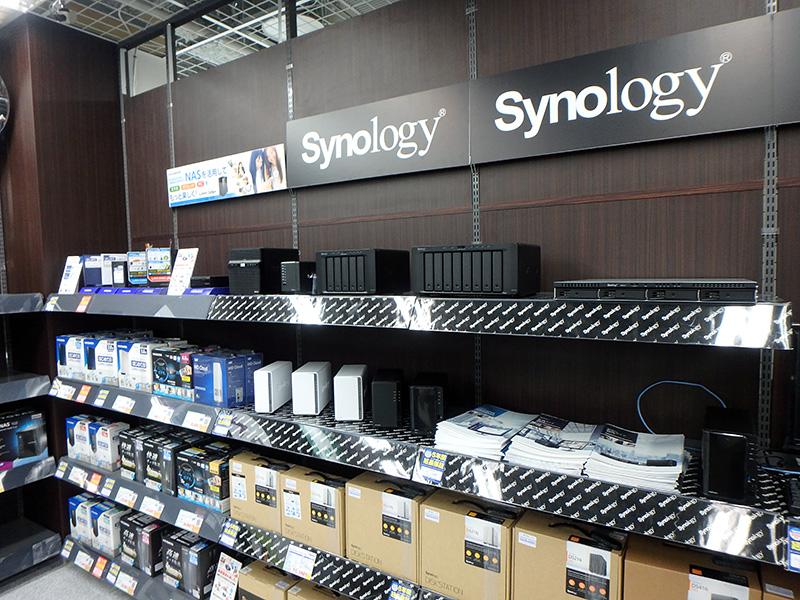 データをバックアップできるNASもニーズの高い商品。多くのブランドが並んでいた。