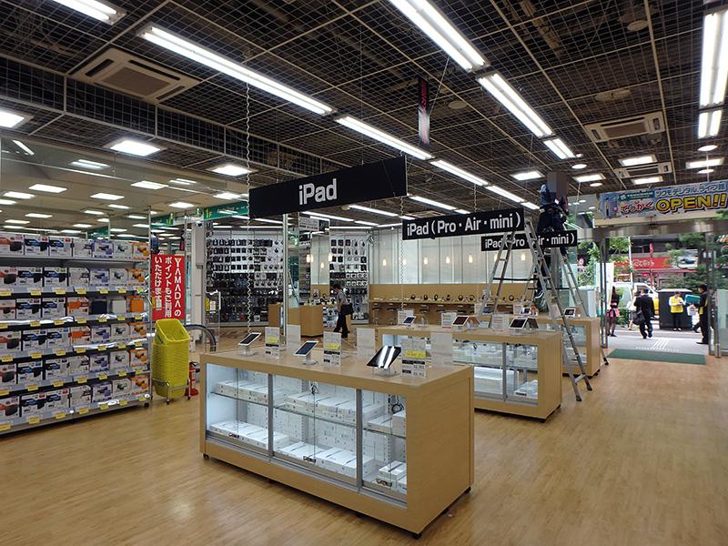 1階はiPadやMacなどが並ぶApple Shop。
