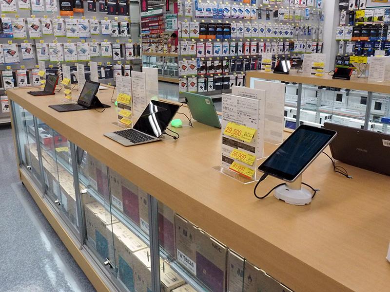 2in1スタイルPCやWi-Fiモデルのタブレットなども2階に展示。
