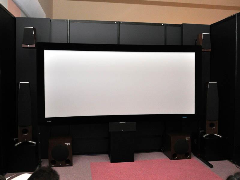 アバックによるホームシアターコーナーでは、4種類のシアタールームを設置。各社の最新製品を組み合わせたシアター提案を行なっている